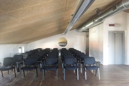 sala_conferenze_luce_naturale